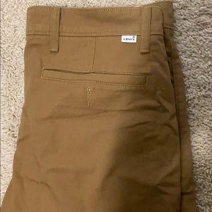 Men's Levi's khaki joggers pants. W-32